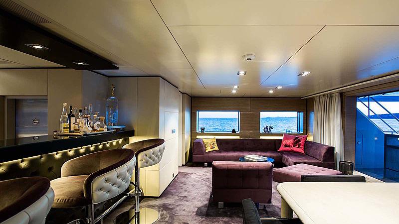 Tommy Belle yacht saloon