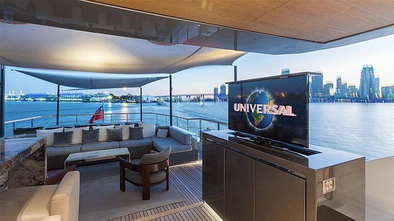Tremenda yacht deck