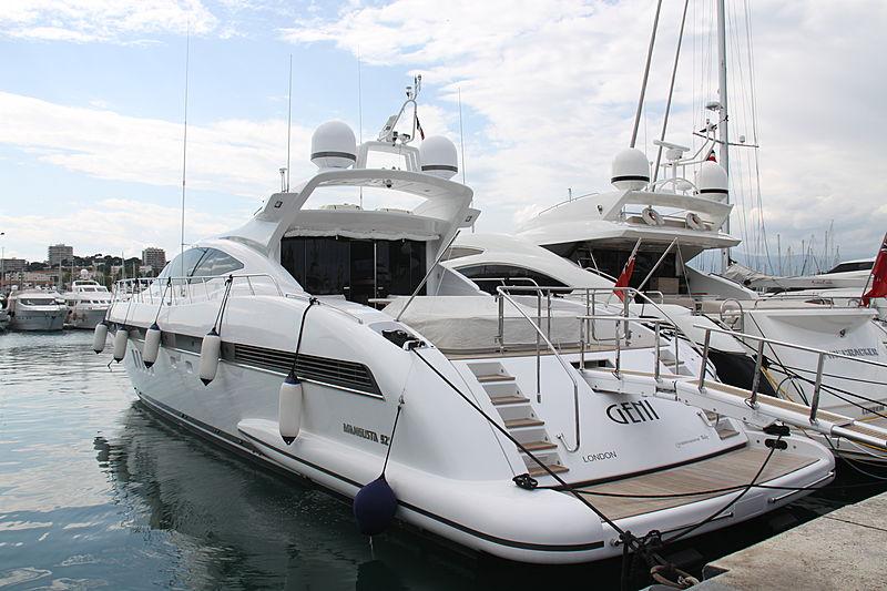 Geni yacht in Antibes