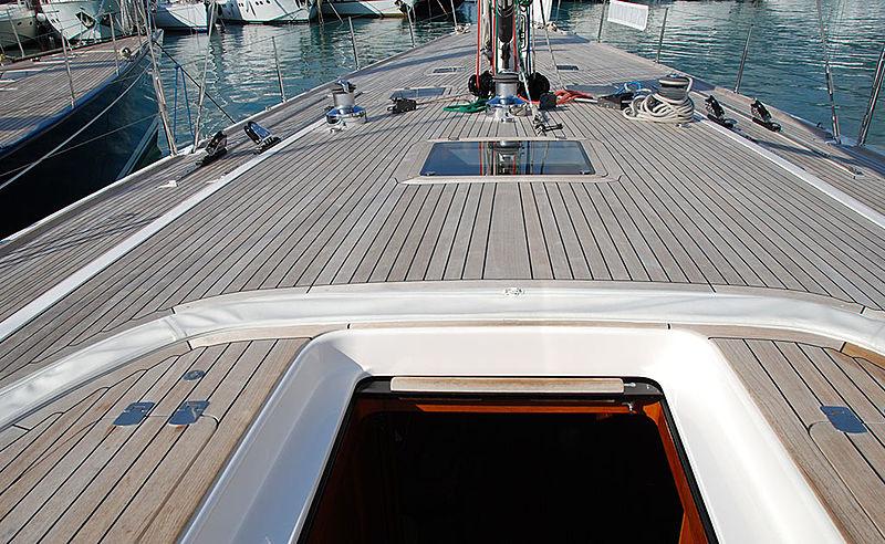 Duan yacht deck