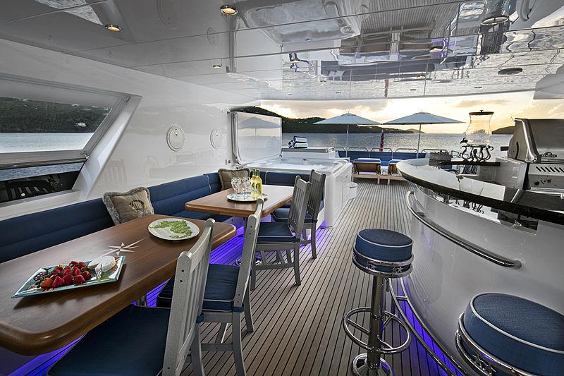 Mrs Happy yacht sky lounge