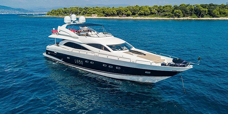 Excelerate Z yacht anchored