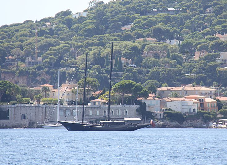 Blackwood of London yacht off Beaulieu-sur-Mer