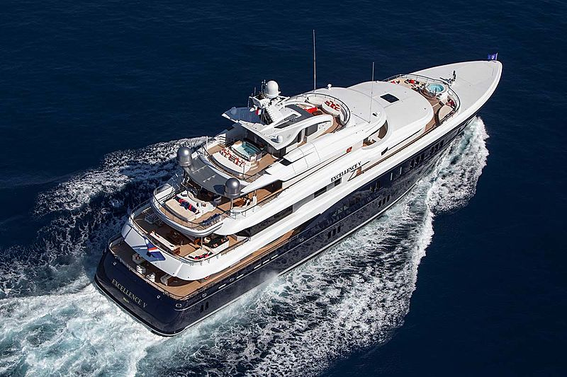 Excellence V yacht cruising