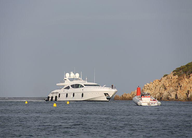 Al Mirqab III yacht arriving in Porto Cervo