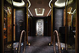 Kismet yacht bathroom