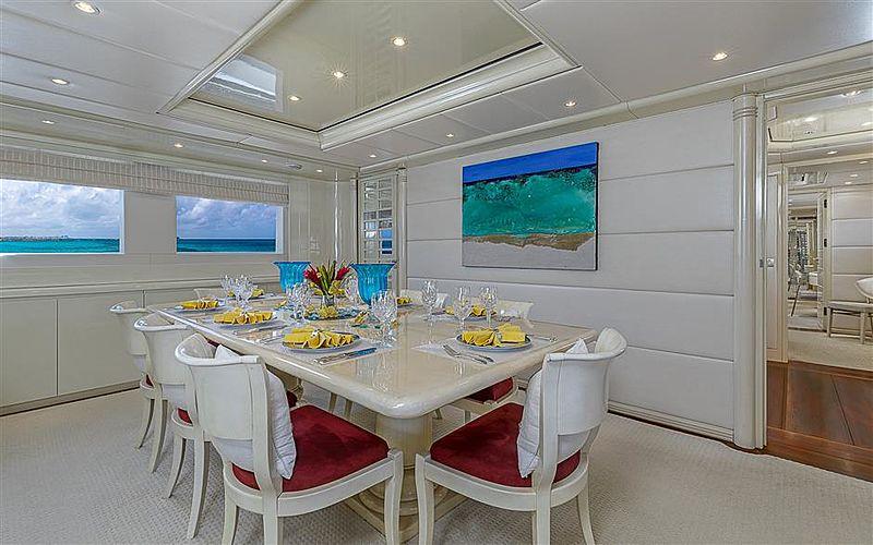 Kipany yacht interior