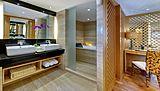 Salila yacht bathroom