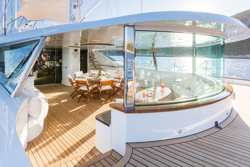 Q main deck outside living space