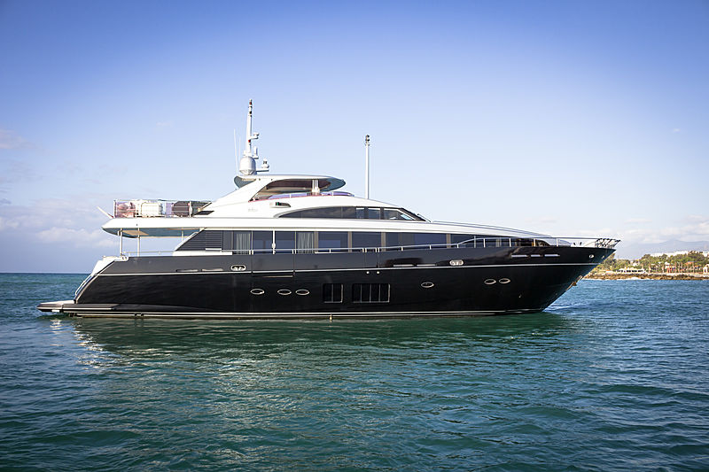 Seabeach yacht anchored