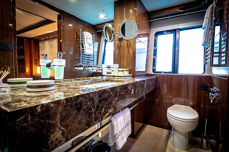 Seabeach yacht bathroom