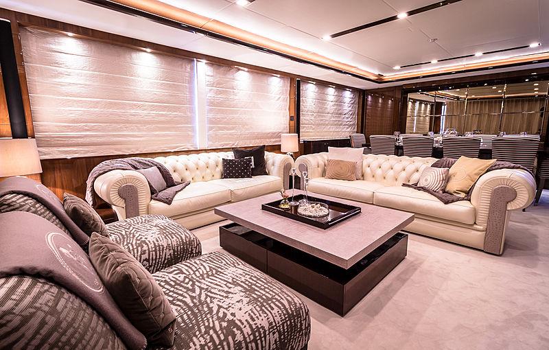 Seabeach yacht saloon