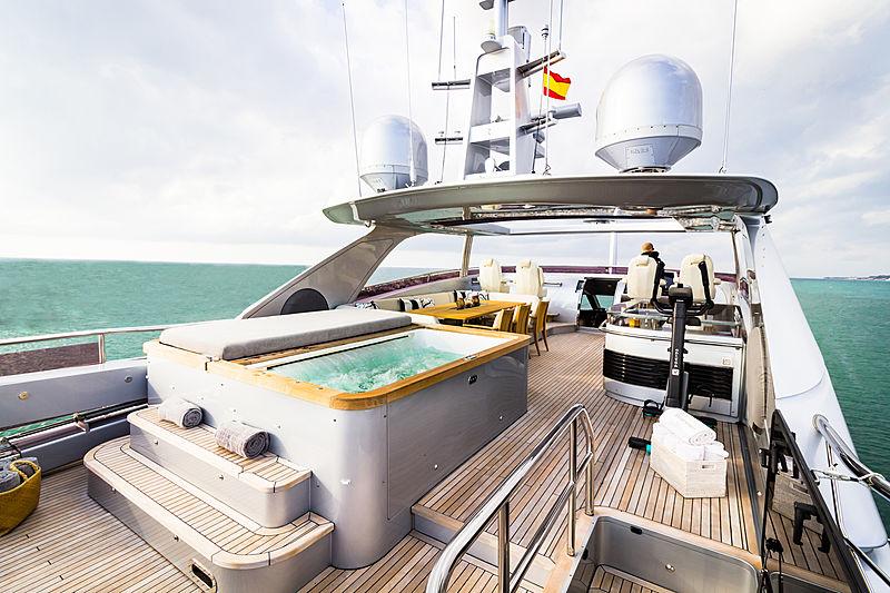 Seabeach yacht jacuzzi