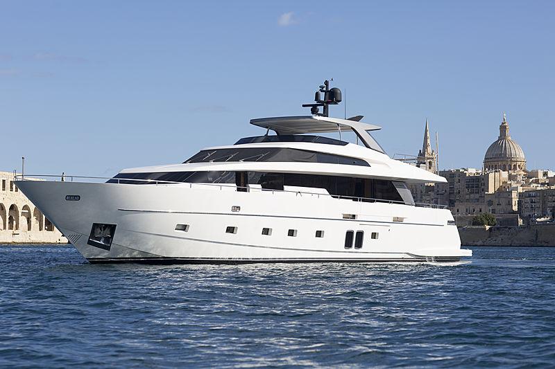 GB2 yacht anchored