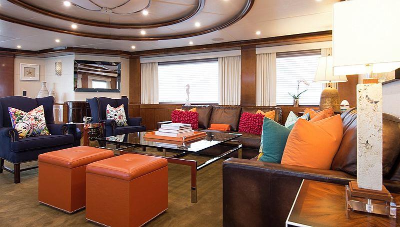 Horizon yacht saloon
