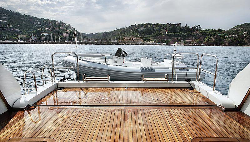 Lammouche yacht deck