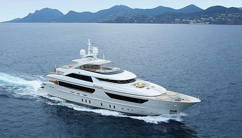 Lammouche yacht cruising