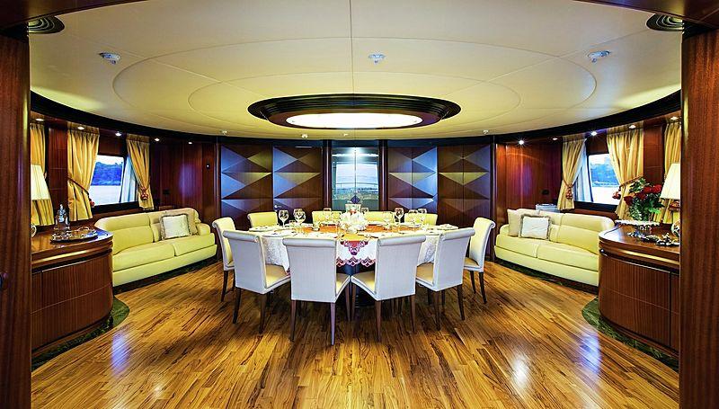Lighea yacht dining