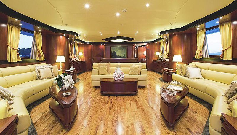 Lighea yacht saloon