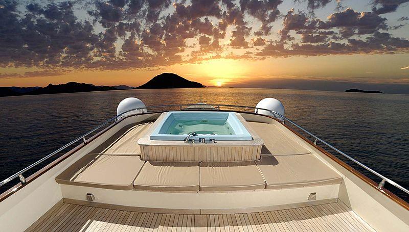 Meserret yacht jacuzzi