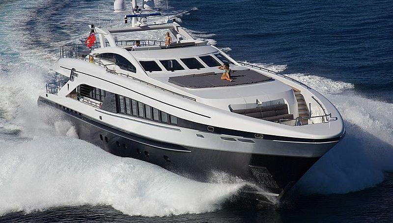 G Force yacht cruising