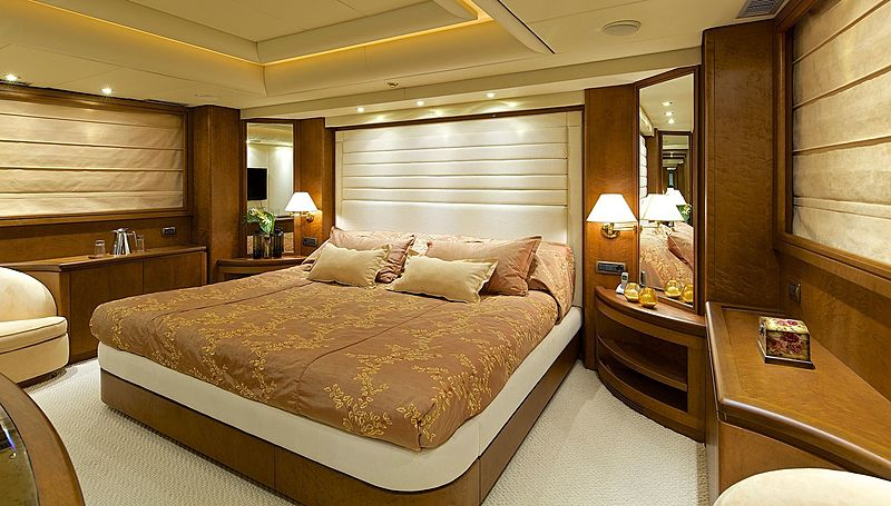 Lady Ellen yacht owner's stateroom