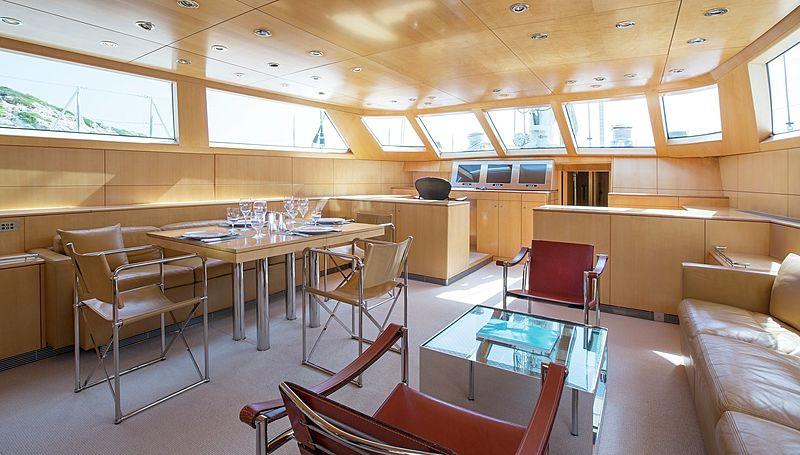 Spiip yacht saloon