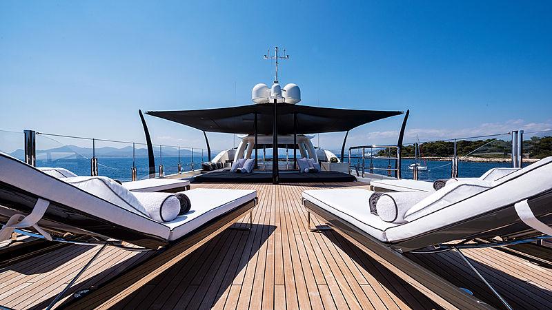 Elixir yacht deck