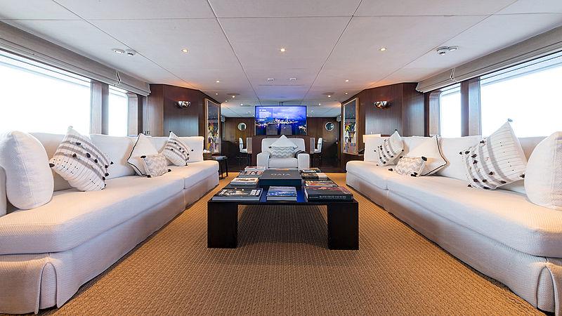 Tugatsu yacht saloon