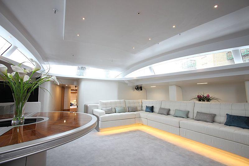 Leopard 3 yacht saloon