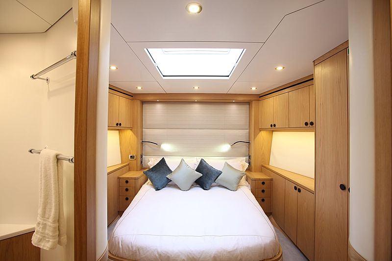 Leopard 3 yacht stateroom