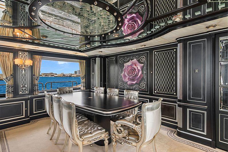 Rutli E yacht dining table