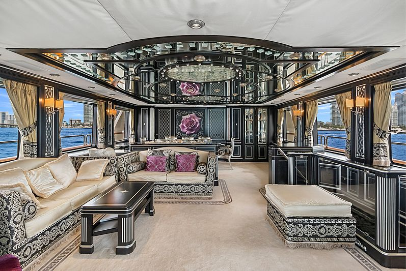 Rutli E yacht saloon