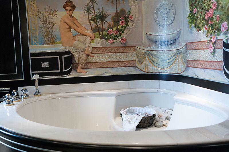 Rutli E yacht bathroom