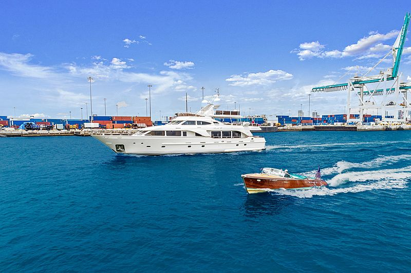 Rutli E yacht cruising with her tender