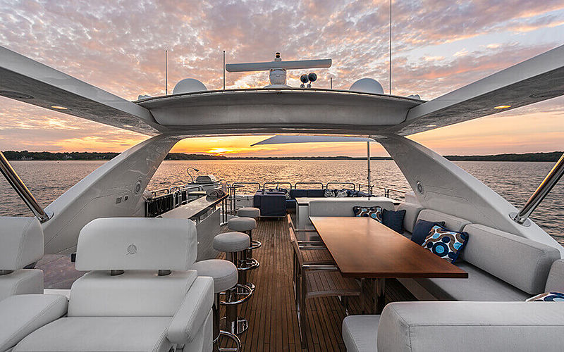 Satisfaction yacht flybridge