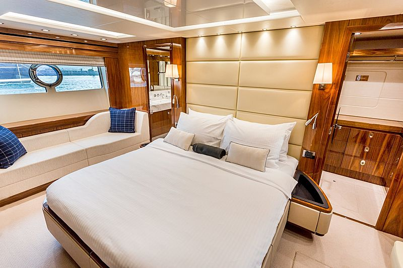 Stardust of Poole yacht stateroom