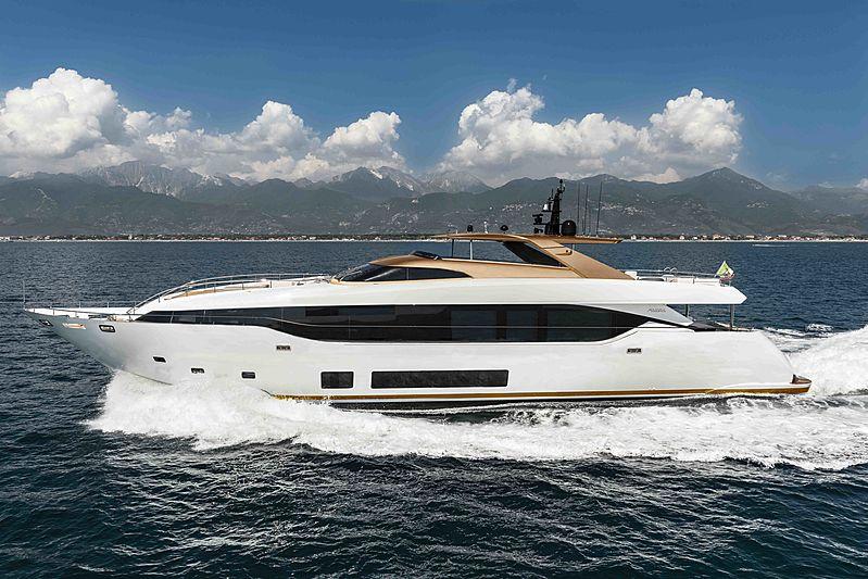 Maiora 30M #01 yacht running