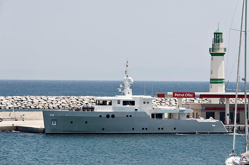 Ceylan yacht entering Didim marina