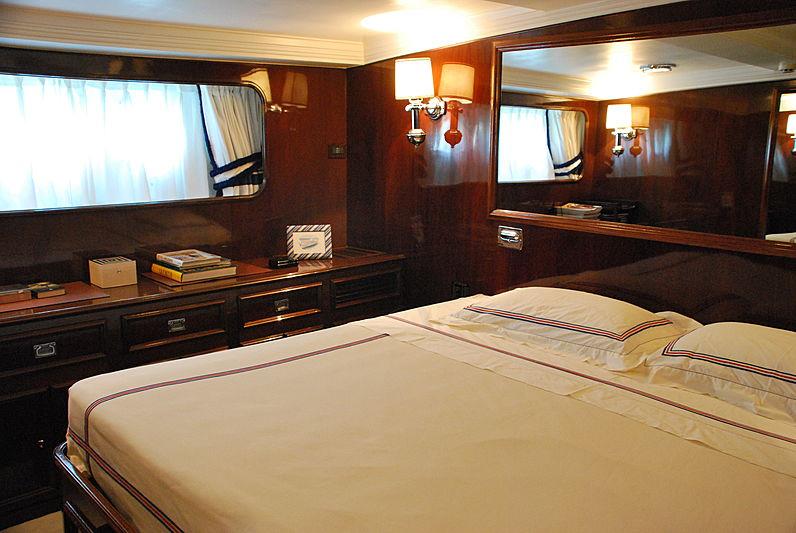 Shyraga yacht stateroom