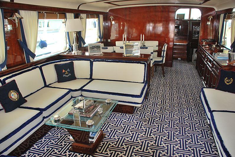 Shyraga yacht saloon