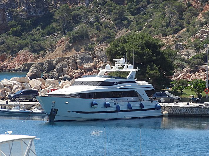 Lady p yacht in Vouliagmeni