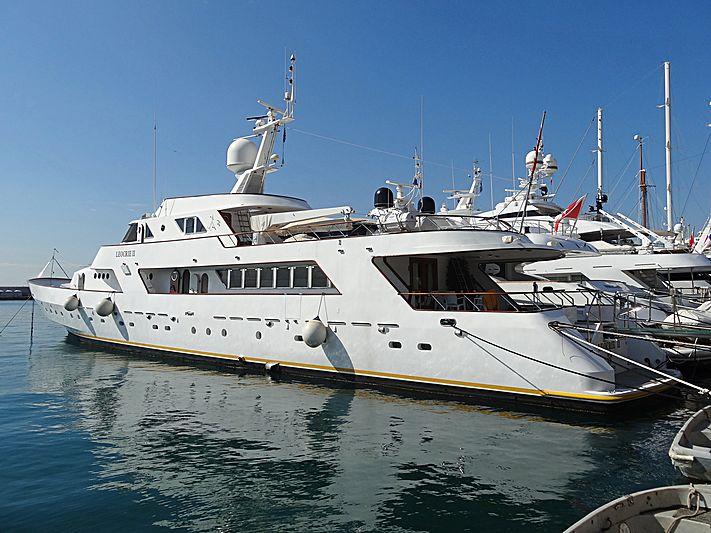 Leocrie II yacht in Piraeus