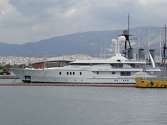 Lightning yacht in Athens
