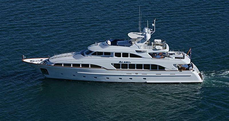 Alani II yacht cruising