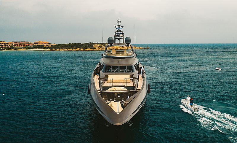 Auspicious yacht bow
