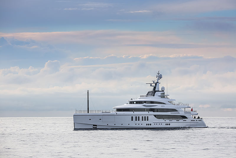 Metis yacht cruising