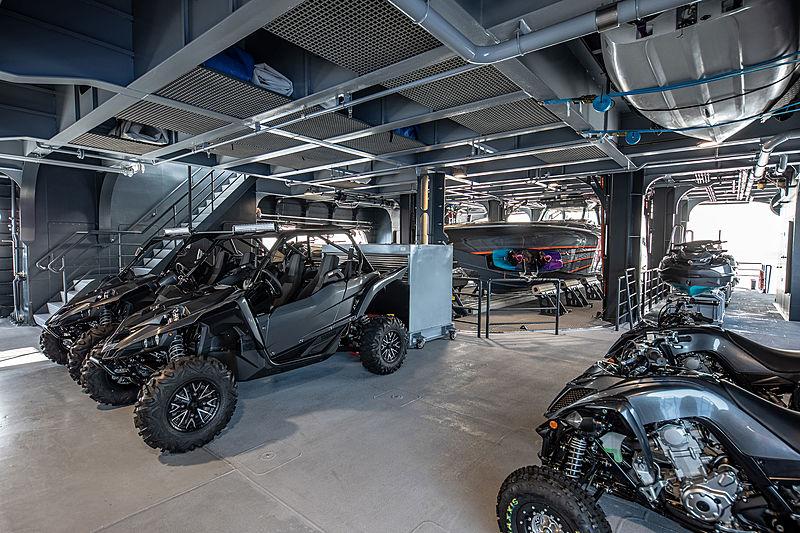 Hodor yacht garage
