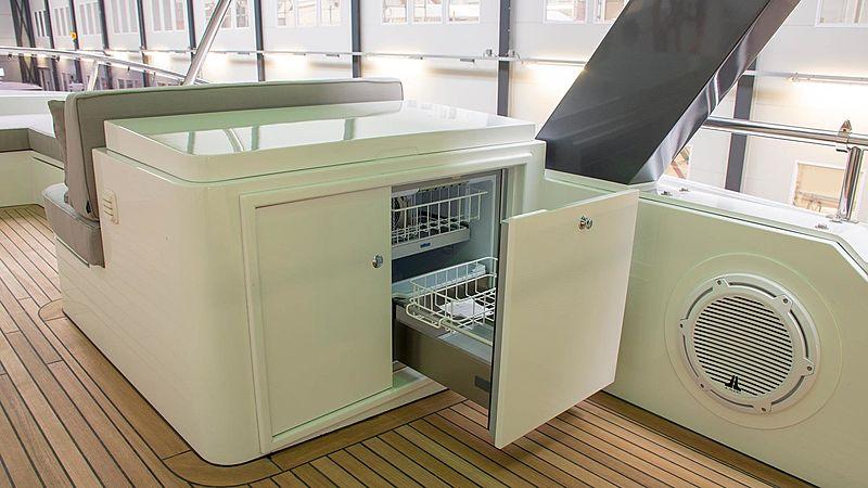 Adamas yacht flybridge