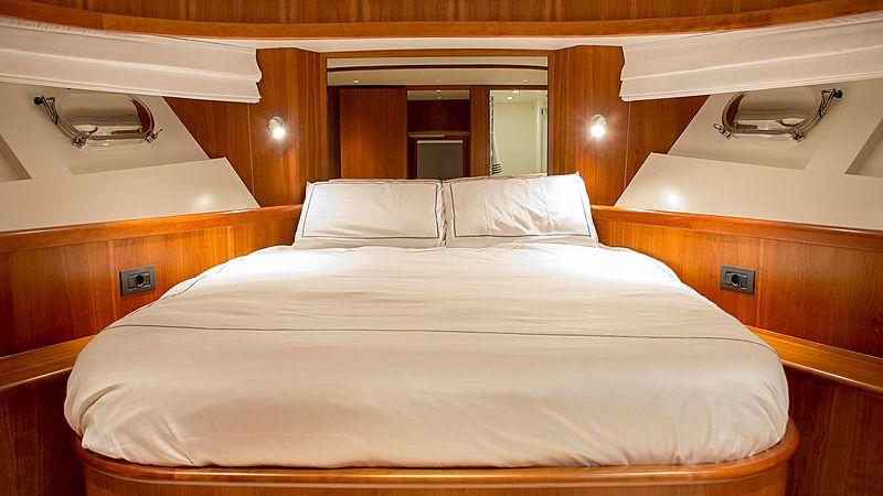 Adamas yacht stateroom
